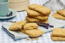 Лаванда песочное печенье — стоковое фото