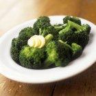 Broccoli al vapore con burro — Foto stock