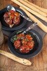 Tomates confitados en aceite de oliva - foto de stock
