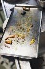 Що залишилися овочі на лоток випічки — стокове фото