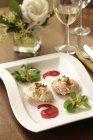Torte di granchio con salsa di prugne — Foto stock