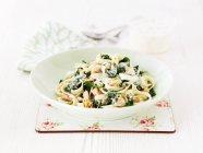 Piatto di tagliatelle pasta — Foto stock