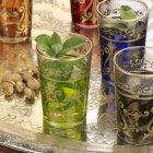 Peppermint tea in glasses — Stock Photo
