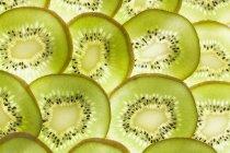 Rebanadas de kiwi - foto de stock
