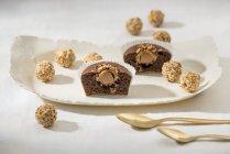 Cupcakes con pralina-riempito — Foto stock