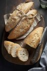Panini baguette intero ed affettato — Foto stock
