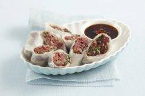 Rotoli di carta di riso con manzo — Foto stock