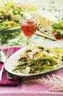 Tagliatelle con asparagi — Foto stock