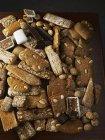 Variedade de pão de gengibre no preto — Fotografia de Stock