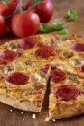 Pizza peperoni e salsiccia — Foto stock