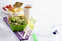 Bulgur salad with lentils and broccoli — Stock Photo