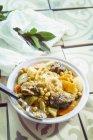 Portion Couscous mit Gemüse und Rindfleisch — Stockfoto