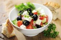 Insalata greca con olive nere — Foto stock