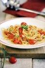 Pasta degli spaghetti con pomodori — Foto stock