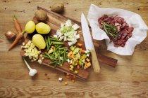 Zutaten für Lamm-Eintopf mit Kartoffeln und Bohnen — Stockfoto