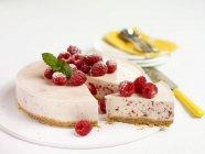 Raspberry cheesecake on plate — Stock Photo