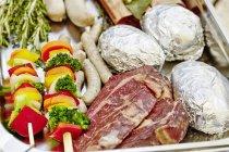 Bistecche di manzo in padella — Foto stock