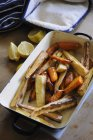 Roasted root vegetables in a roasting dish — Stock Photo