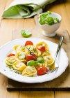 Tortellini pasta with tomatoes — Stock Photo