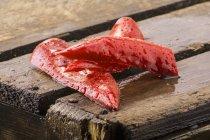 Fette di peperoncino rosso appena lavate — Foto stock