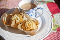 Muffins with cup of tea — Stock Photo