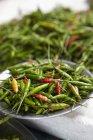 Свежий зеленый перец чили — стоковое фото