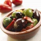 Мариновані оливки і перець — стокове фото