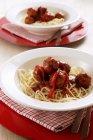 Спагетті з фрикадельки і перець — стокове фото