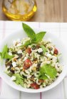 Летний салат из пасты — стоковое фото