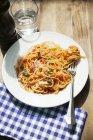 Pasta de espaguetis con salsa de tomate - foto de stock