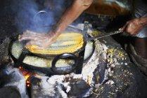 Man making omapodi dish — Stock Photo