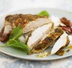Petto di pollo arrosto con pomodori secchi — Foto stock