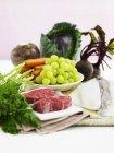 Anordnung der Lebensmittel mit Früchten — Stockfoto