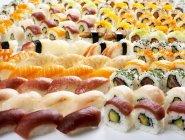 Varios tipos de sushi - foto de stock