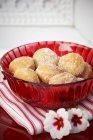 Mini beignets dans un bol — Photo de stock