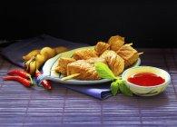 Шашлык из говядины с соусом Чили — стоковое фото
