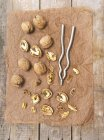 Walnuts whole and cracked — Stock Photo