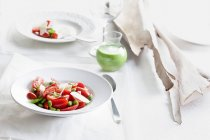 Tomato salads with beans and green cocktail — Stock Photo