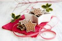 Galletas de Navidad en servilleta - foto de stock