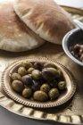 Olive verdi e nere marinate — Foto stock