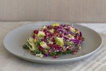 Капустный салат с ракетой — стоковое фото