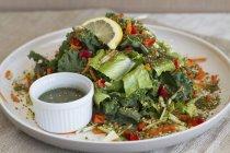 Кале салат з моркви — стокове фото