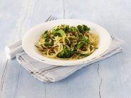 Linguine pasta with broccoli — Stock Photo
