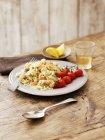 Risotto di pesce con pomodori — Foto stock