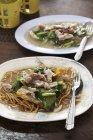 Spaghetti fritti con carne di maiale — Foto stock