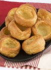Pila di Yorkshire pudding — Foto stock