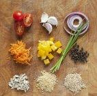 Ingredienti assortiti su una tavola di legno — Foto stock