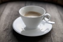 Weiße Tasse Latte — Stockfoto