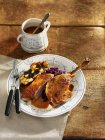 Traditional roasted duck with red cabbage — Stock Photo