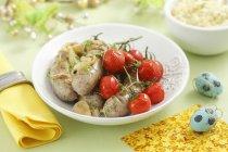 Wurstel con pomodorini — Foto stock